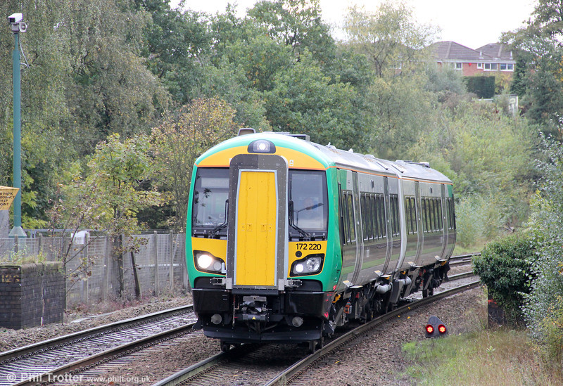 172220 approaches Stourbridge Junction forming the 1246 Worcester Foregate Street to Whitlocks End on 29th October 2011.