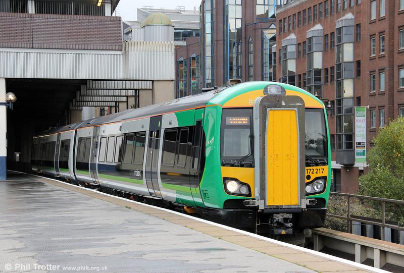 172217 departs from Birmingham Snow Hill forming the 1428 Dorridge to Stourbridge Junction on 29th October 2011.