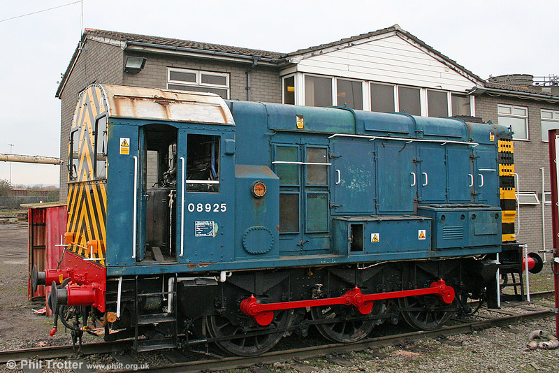 BR blue 08925 is a further 'Gronk' to appear at Cardiff Celsa since GBRf took over rail operations there. The former EWS loco arrived at Cardiff from LHGS at Barton-under-Needwood on 28th February 2011 and is seen the following day. The white cab roof dates back to its time as Preston station pilot...