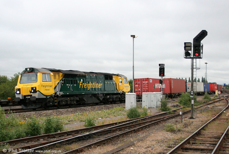 70008 takes the Didcot avoiding line with 4M99, 1657 Southampton to Trafford Park on 15th June 2011.