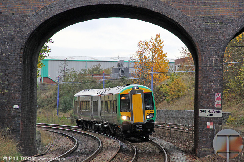 172214 approaches the Hawthorns, West Bromwich forming the 1335 Great Malvern to Whitlock's End on 29th October 2011.