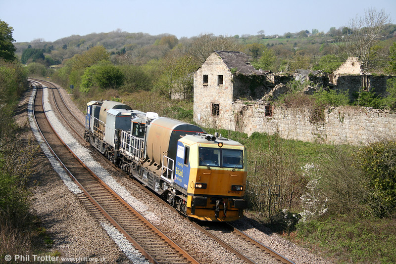 And finally... Network Rail's MPV DR98909+DR98959 passes Llangewydd with the return 6Z10 weed killing run from Gwaun Cae Gurwen on 17th April 2011. It is assumed that the unit was heading back to Cardiff for stabling/fuel.