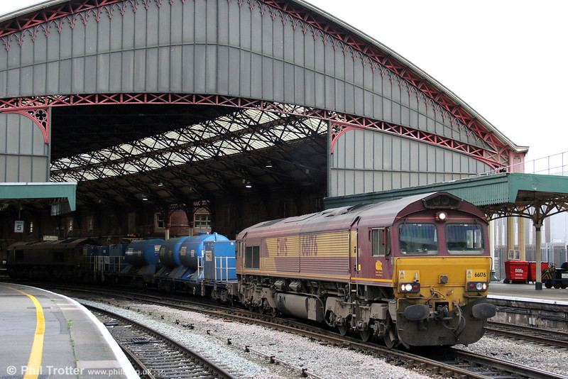 66176 leads 3S59, the Bristol Barton Hill RHTT through Bristol Temple Meads on 5th October 2011. This train also serves the Cardiff Valley Lines.