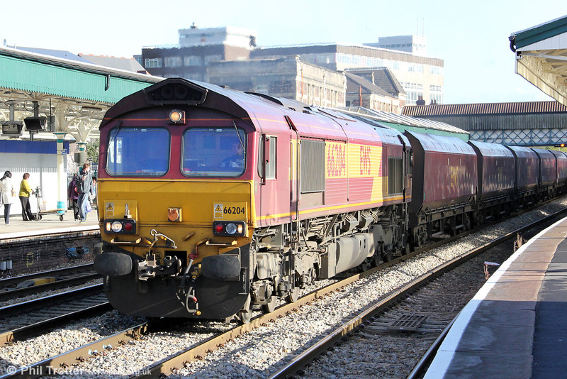 66204 passes through Newport with 6B68, 0924 Avonmouth to Aberthaw Power Station on 18th October 2011.