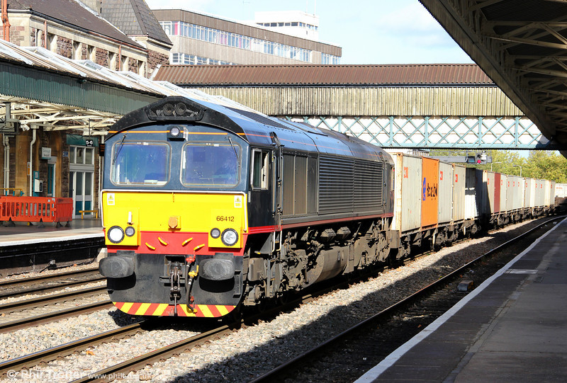 Former DBS Class 66/4 No. 66412 has been transferred to Freightliner, along with classmates Nos. 66411 and 66413. With the base black colour of its previous Malcolm Rail livery presenting a somewhat  different look to a class 66, the loco passes Newport on 18th October 2011, working for its new operator with 4V50, the 1054 Southampton to Cardiff Wentloog additional intermodal service.
