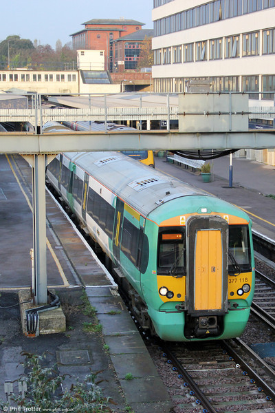 377118 departs from Southampton Central forming the 0810 service to London Victoria on 10th November 2011. At Horsham, this service will combine with the 0856 from Bognor Regis.