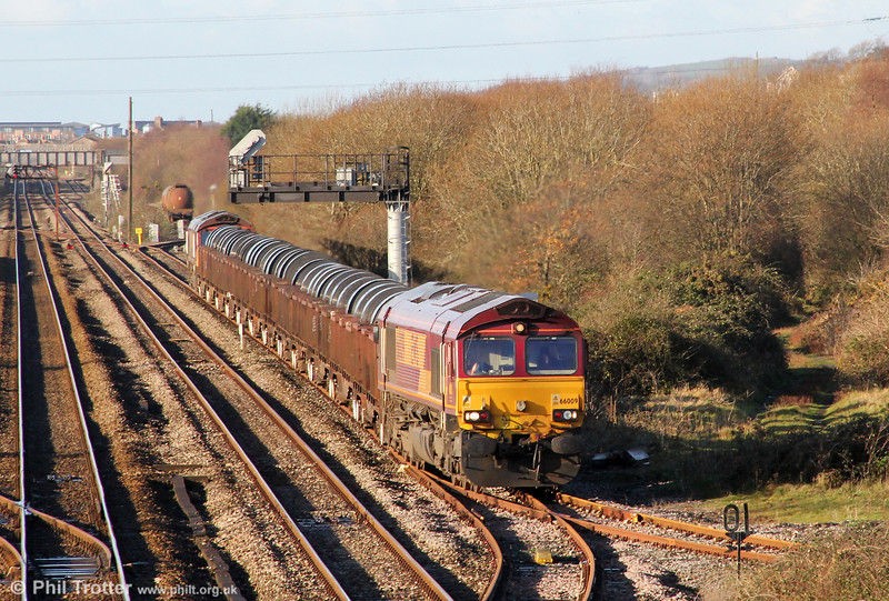 66009 takes the Genwen loop with 6B11, 1015 Margam to Trostre on 18th December 2011.