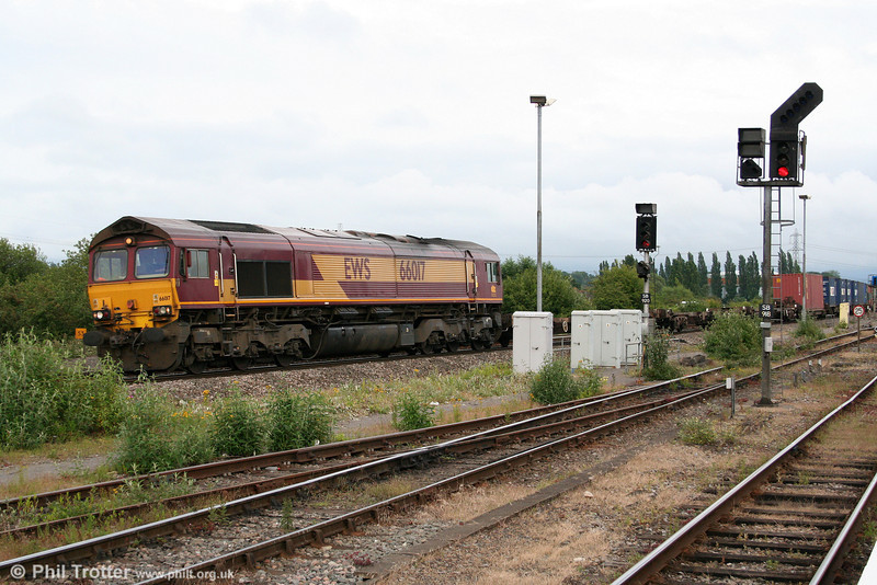 66017 takes the Didcot avoiding line with 4E70, 1610 Southampton to Wakefield Europort on 15th June 2011.