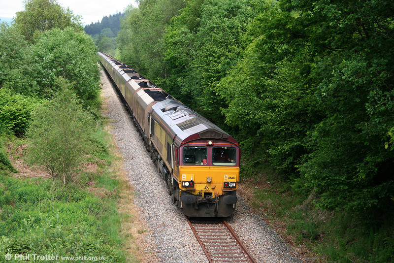 66187 returns through Resolven with a heavily delayed - due to loading issues - 6C32, 1237 Cwmgwrach to Aberthaw Power Station on 12th May 2011.