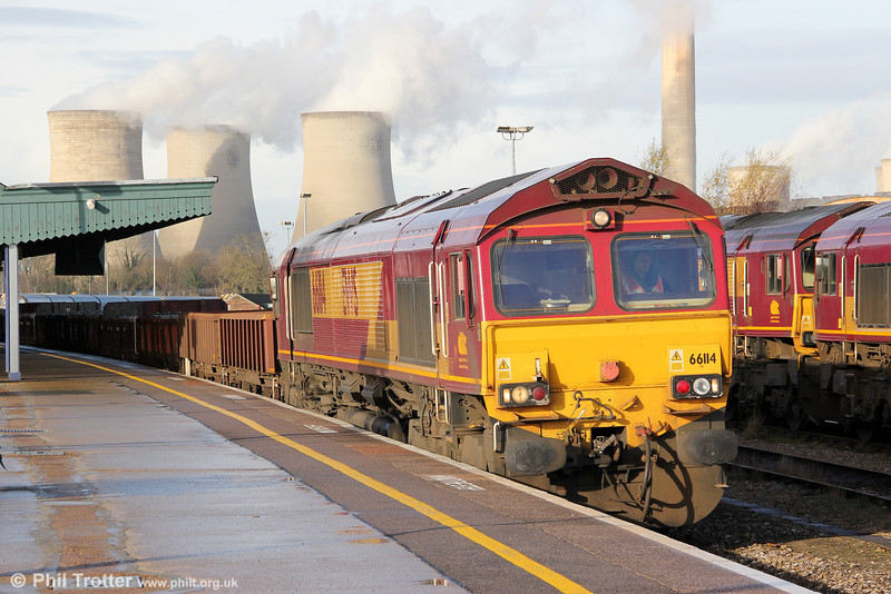 66114 is seen at Didcot Parkway with 6O26, 1050 Hinksey to Eastleigh Yard departmental on 15th December 2012.