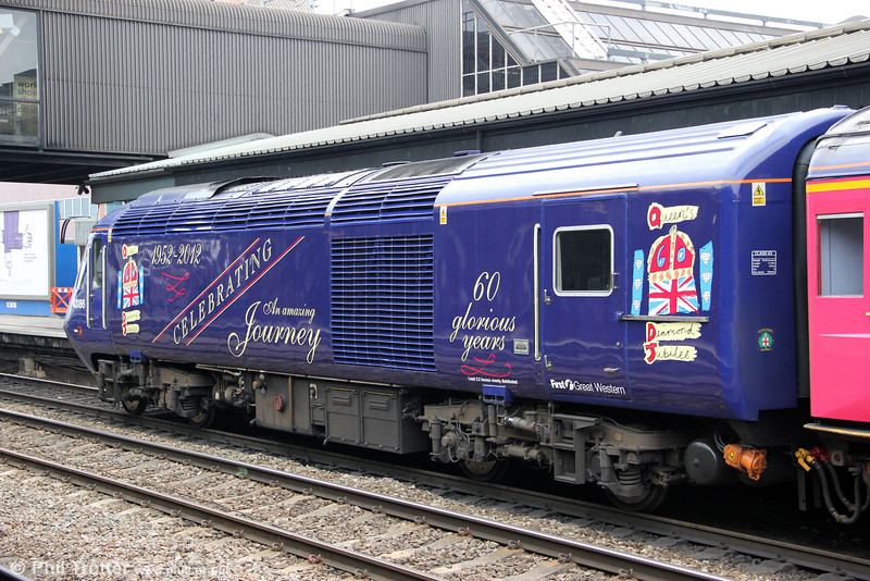 A second view of 43186 at Reading on 19th May 2012. There would seem to be a deliberate space for a nameplate: 'Queen Elizabeth II' perhaps?