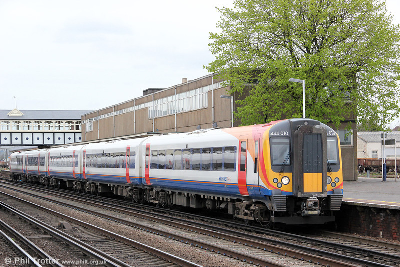 444010 pauses at Easleigh while working 2B35, 1239 London Waterloo to Poole on 5th May 2012.
