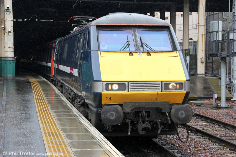 East Coast's 91124 is seen at Edinburgh Waverley, having arrived with 1S05, 0700 from London Kings Cross on 6th August 2012.
