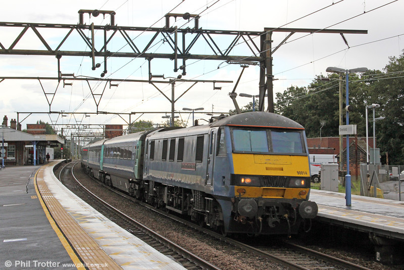 90014 'Norfolk & Norwich Festival' at Shenfield with 1V43, 1310 Great Yarmouth to London Liverpool Street on 25th August 2012.