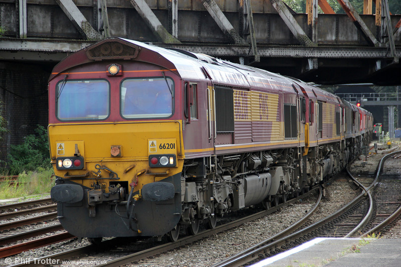 The now customary 'Saturday convoy' which precedes Sunday engineering work, 0X12, 1106 Margam to Eastleigh passes Newport on 29th September 2012. 66201 was leading 66047, 66019, 66116, 66097 (DB red), 66087, 66115 and 66199.