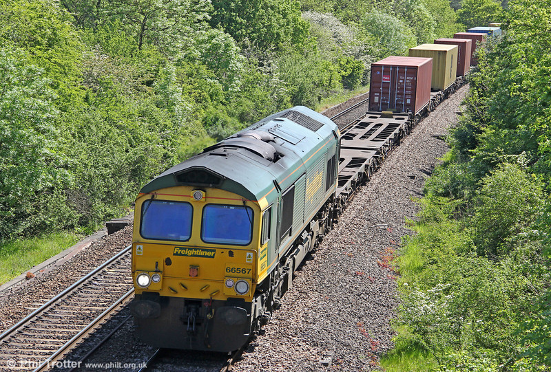66567 passes Ram Hill with 4V34, 0445 Felixstowe North to Bristol Freightliner Terminal on 26th May 2012.