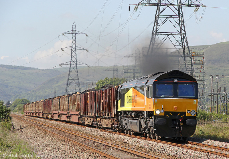 66846 clags as it passes Margam with 6Z51, 1600 Baglan Bay to Chirk (Kronospan) on 29th May 2012.