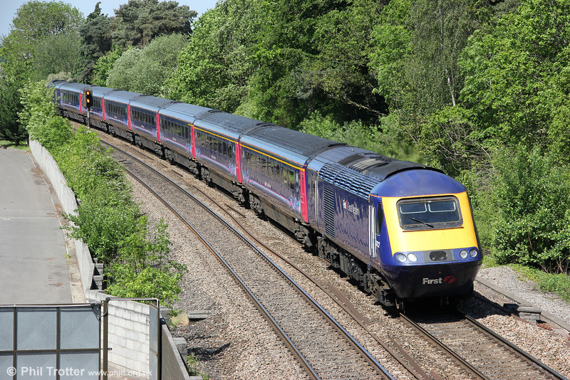 43122 passes a sunny Ram Hill with 1L48, 0923 Swansea to London Paddington on 26th May 2012.