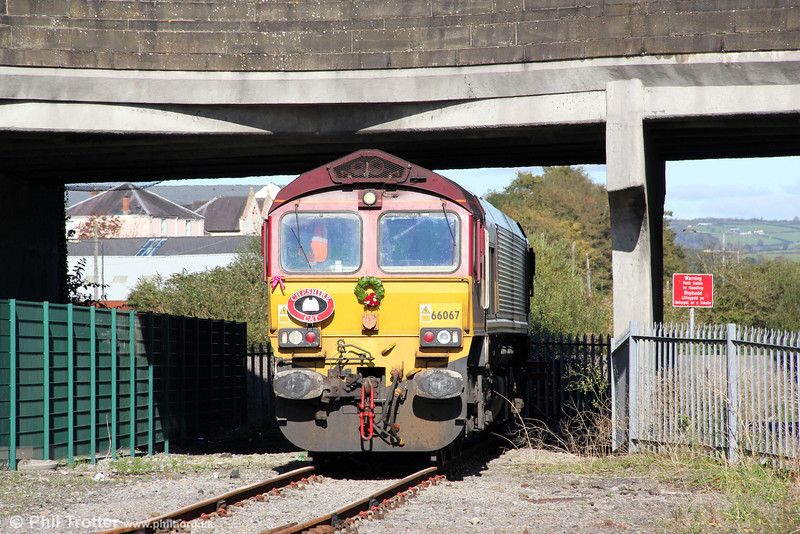 66067 on the headshunt at Carmarthen, running around the stock of Cheshire Cat Tours 1Z50, 0707 Stratford-upon-Avon to Carmarthen on 6th October 2012. This is the stub of the Carmarthen to Aberystwyth and Llandeilo lines.