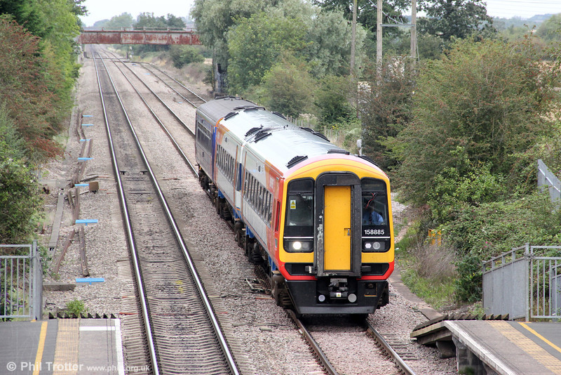 On-hire 158885 approaches Ashchurch with a FGW class 153 in tow. This was 2O90, 1240 Worcester Foregate Street to Weymouth on 1st September 2012.