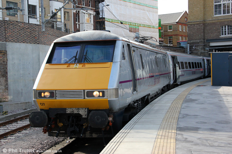 The beefy East Coast class 91s follow in the footsteps of the Gresley Pacifics and Deltics. 91107 waits at Kings Cross platform 0 ready to haul 1S10, 0930 to Edinburgh Waverley on 26th August 2012.