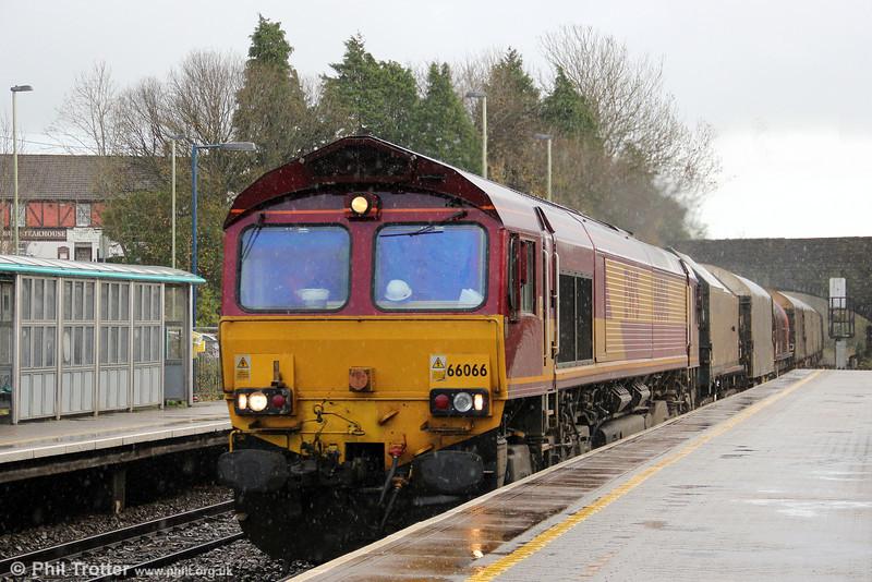 66066 passes soggy Pontyclun with 6V05, 1001 Round Oak to Margam on 23rd November 2012.