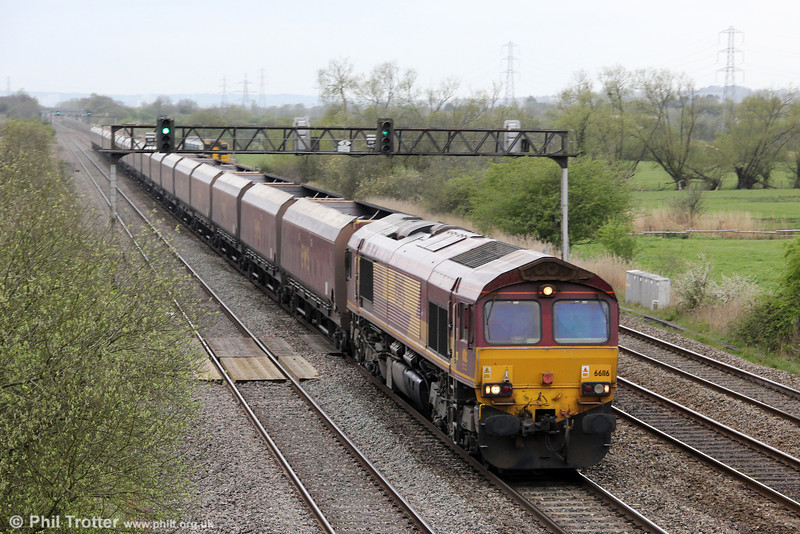 66116 passes Coedkernew with 4F70, 1206 Aberthaw Power Station to East Usk on 14th April 2012.