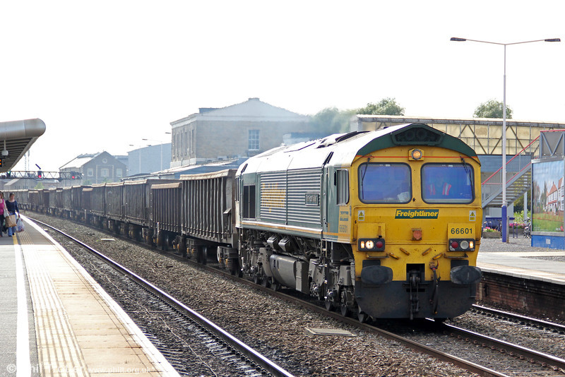 FLHH 66601 'The Hope Valley' at Swindon with 6L33, 1309 Cardiff Tidal to Dagenham on 8th September 2012.