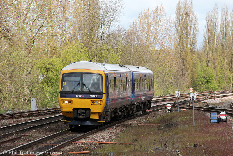 165123 approaches Banbury to form 2L43, the 1102 stopping service for Oxford on 21st April 2012.