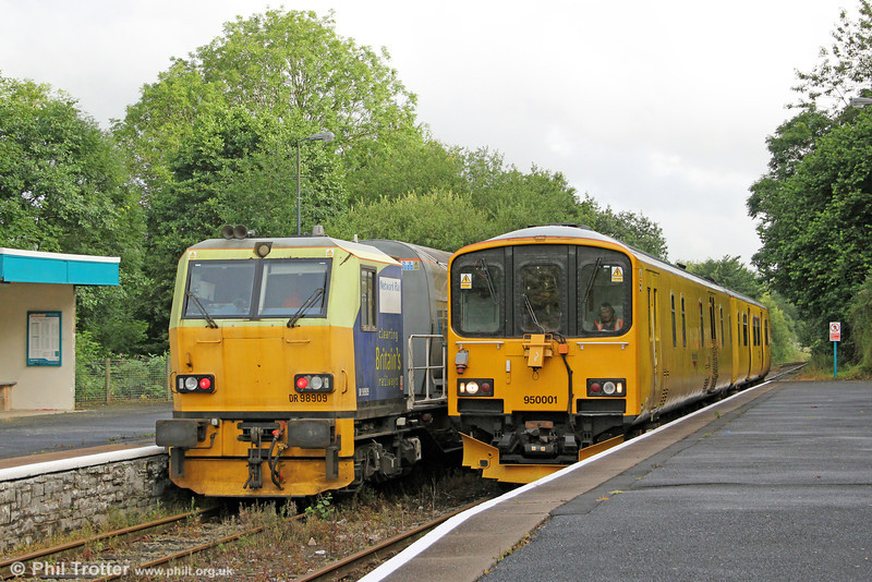 950001 running as 2Q08, 0740 Llandrindod Wells to Llandrindod Wells via Clarbeston Road, Swansea, Newport ADJ and Llandeilo Junction meets weedkilling MPV DR98959 and DR98909 running as 6Z10, 1015 Margam to Margam via Hereford, Craven Arms and Llandrindod Wells at Llandeilo on 1st August 2012.