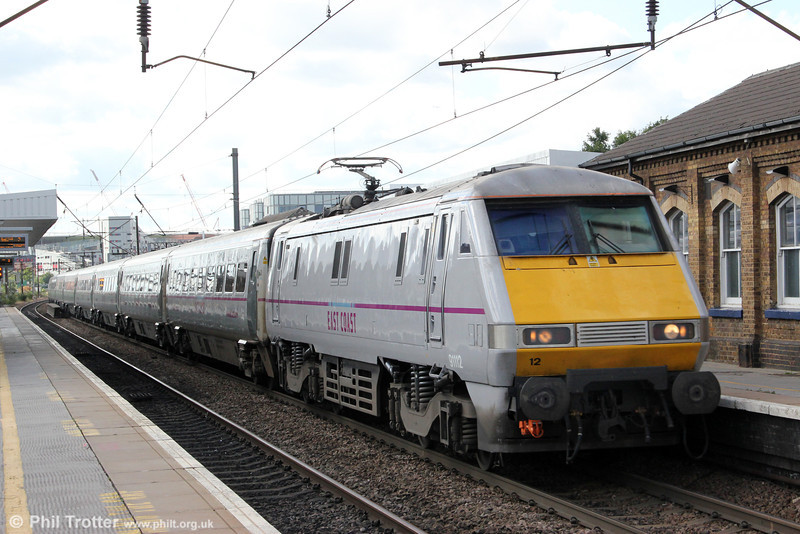 91112 passes Finsbury Park with 1S13, 1100 London Kings Cross to Edinburgh Waverley on 26th August 2012.