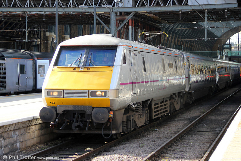 91109 'Sir Bobby Robson' at Kings Cross, waiting to depart with 1D09, 1003 to Leeds on 26th August 2012.