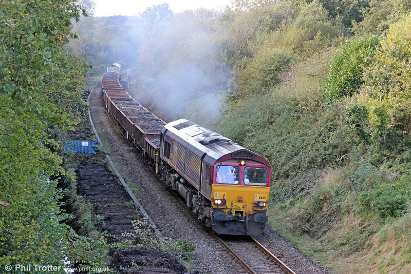 66051 climbs through Waunarlwydd with 6Y08, 1530 Gowerton to Crewe Basford Hall spoil train on 14th October 2012. Freightliner 66560 was at the rear. Note that the cess has been cleared in preparation for redoubling.