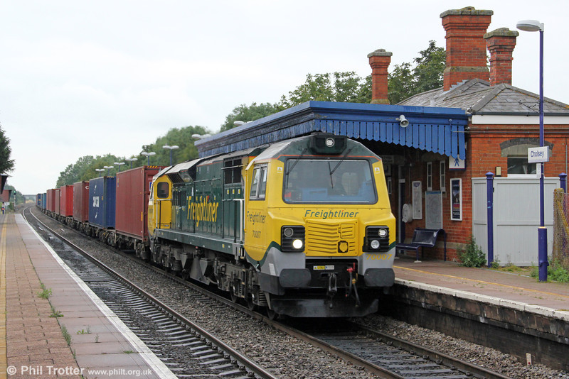 70007 passes Cholsey with 4O29, 0814 Crewe Basford Hall to Southampton Maritime on 14th July 2012.