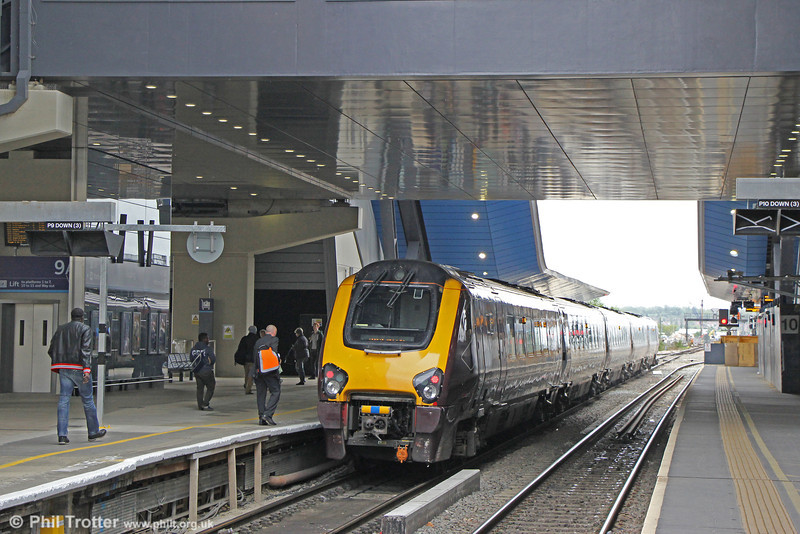 XC 221122 stands beneath the transfer deck, waiting to leave platform 9 forming 1M42, 1045 Bournemouth to Manchester Piccadilly on 11th May 2012. Each of the platforms is split into A/B sections, providing extra capacity and operational flexibility.