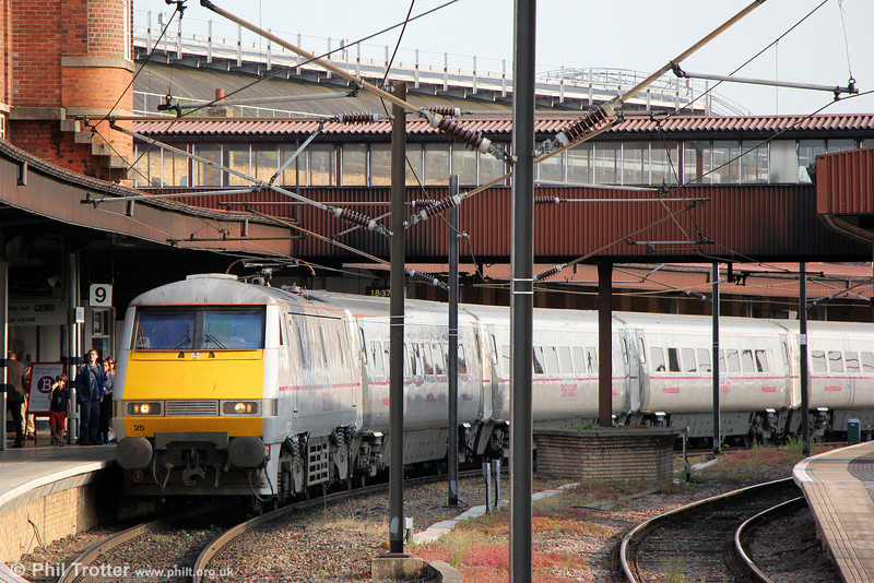 91125 at York with 1S25, 1630 London Kings Cross to Edinburgh on 5th July 2013.