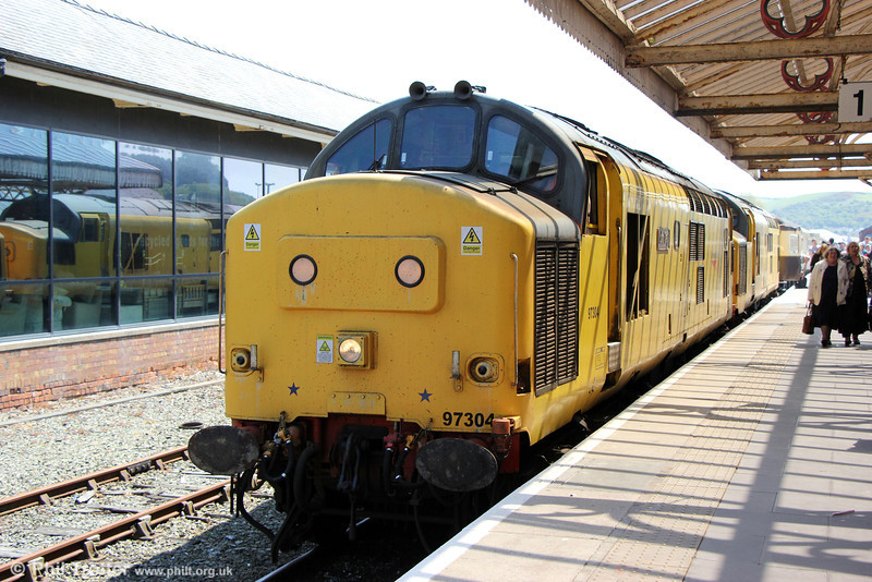 97304 'John Tiley' and 97303 at Aberystwyth, having arrived with with Statesman Rail's 1Z96, 0526 from Hull, 'The Welsh Mountain Statesman' on 25th May 2013.