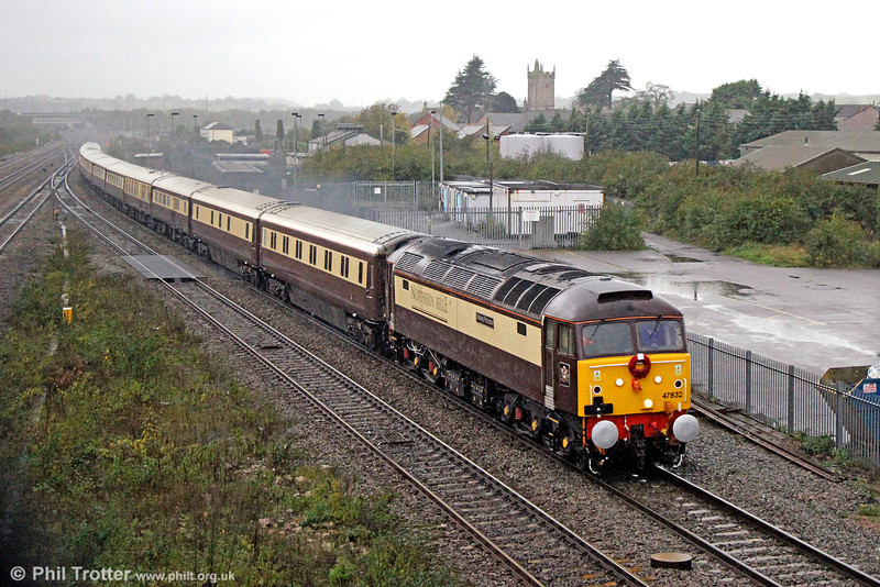 Carrying a wreath of poppies for Remembrance Day, 47832 'Solway Princess' passes a dark and damp Severn Tunnel Junction with 1Z62, 0805 Cardiff Central to Kensington Olympia, 'The Northern Belle' on 9th November 2013. 47805 'John Scott' was at the rear.