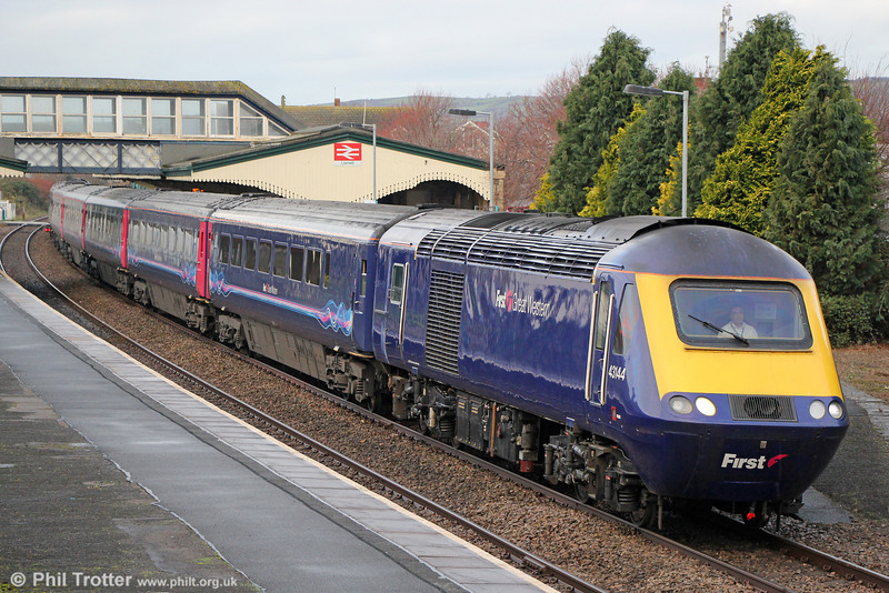 43144 calls at Llanelli with 1L52, 0935 Carmarthen to London Paddington on 7th December 2013.