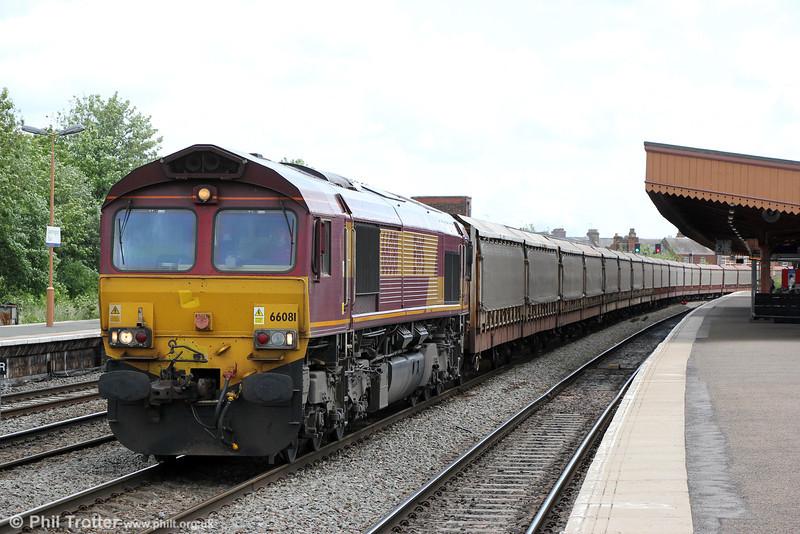 66081 passes Leamington Spa with 6M48, 0926 Southampton Western Docks to Halewood (Jaguar) on 15th June 2013.