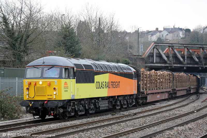 Colas Rail 56105, which returned to the main line in mid March, calls at Newport for a crew change while hauling 6Z54, 1600 Baglan Bay to Chirk Kronospan on 9th April 2013. 56105 was hired to Fertis in France from 27th April 2005 to 27th January 2007. On return it was stored at Old Oak Common and Crewe.
