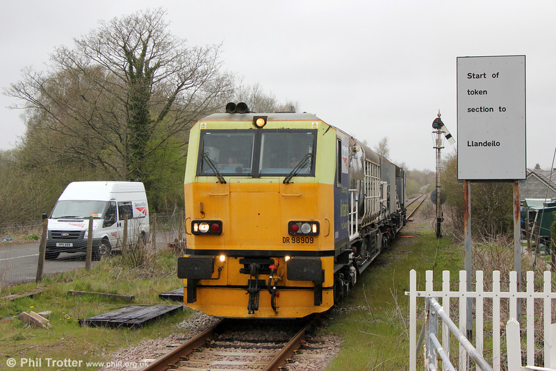 Network Rail's Windhoff MPV DR98909 and DR98959 at Pantyffynnon running as 6Z10, 1313 Llanwrtyd Wells to Margam via Llandeilo Junction and Cockett on 28th April 2013.
