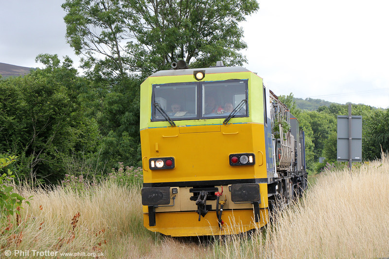 Why weedkilling trains need to run - or rather, what happens if they don't! MPV 98911+98961 at Cawdor Crossing, running as 6Z10, 0650 Margam to Bescot via Gwaun cae Gurwen and Gloucester weedkiller on 29th July 2013.