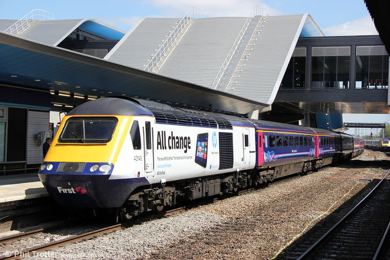 First Great Western now has two power cars in an advertising livery for Hewlett Packard; 43148 and the former Diamond Jubilee liveried 43186. 43148 calls at Reading with 1C84, 1306 London Paddington to Penzance on 8th June 2013.