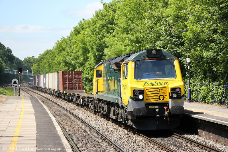 70008 at Tilehurst with 4O59, 1044 Wentloog to Southampton Maritime on 8th June 2013.