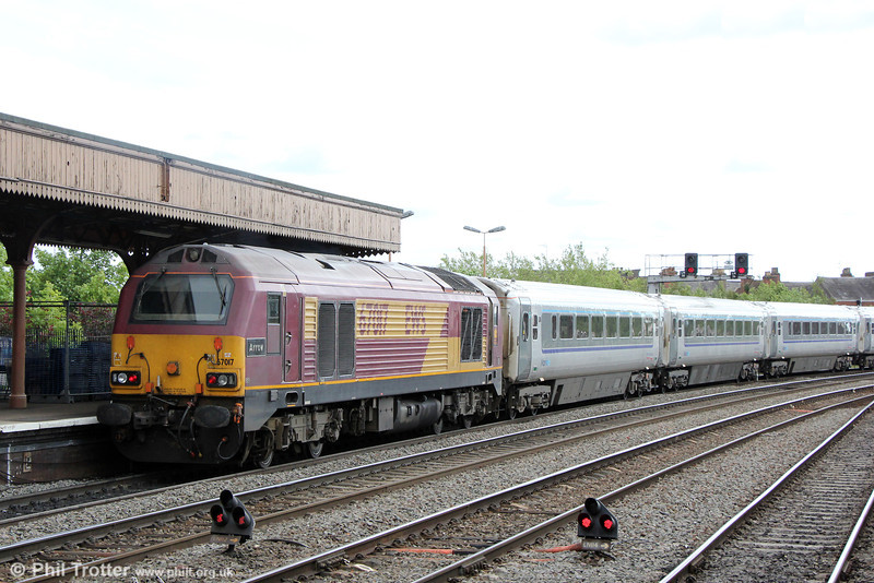 67017 'Arrow' propels Chiltern Mainline 1H13, 0910 KIdderminster to London Marylebone out of Leamington Spa on 15th June 2013.