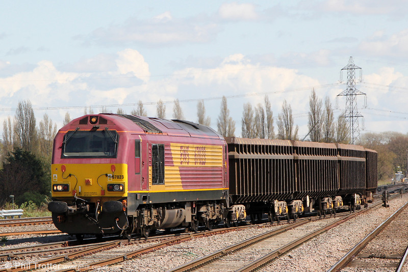 Class 67s on freight workings are a relatively rare sight. Here 67023 and four JNA scrap wagons approaches Didcot Yard with 6V12, 1307 Wembley to Didcot Yard on 4th May 2013.