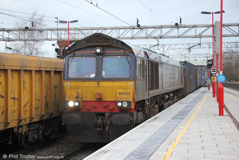 66425 at Stafford with 4M44, 0847 Mossend to Daventry on 28th January 2014.