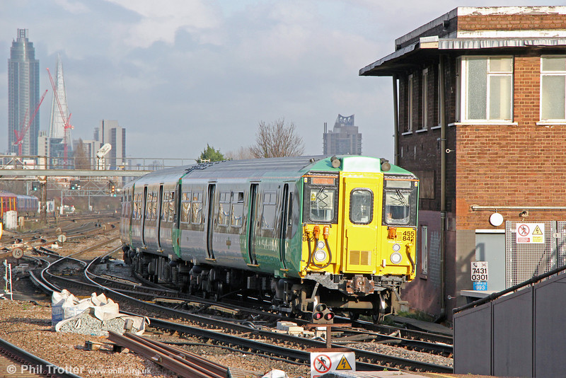455842 at Clapham Junction forming 2R68, 1423 London Victoria to Epsom Downs on 16th January 2014.
