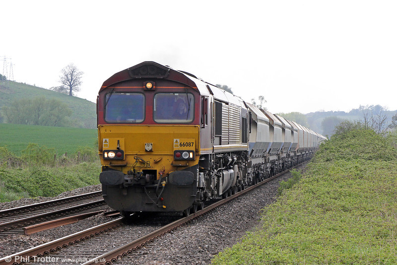66087 passes Howton Court with 4B35, 1047 Hayes to Moreston-on-Lugg on 28th April 2014.